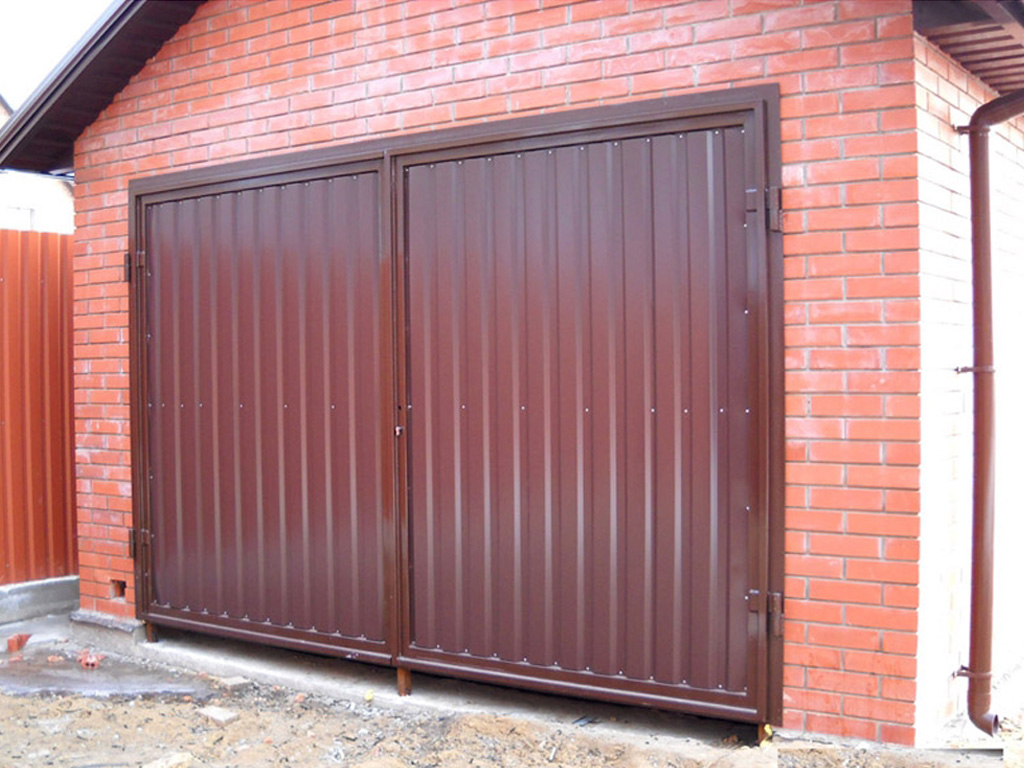 Ворота для гаража из профлиста своими руками