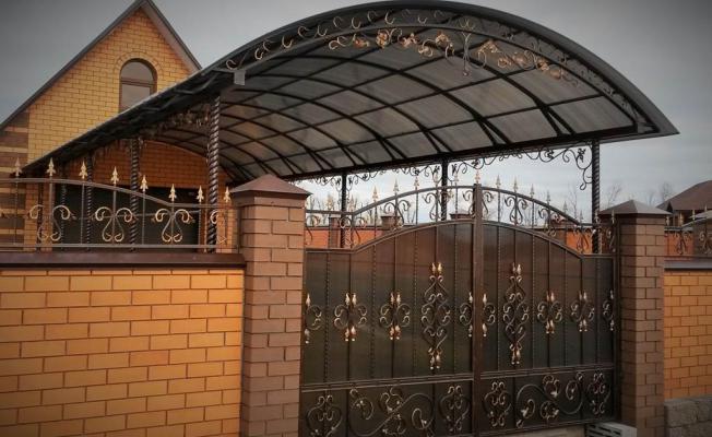 Навесы во дворе частного дома во Владимире, Кольчугино, Киржаче, Юрьев-Польском, Александрове