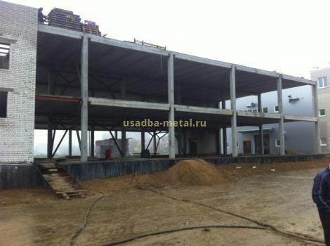 Строительство каркаса торгового центра здания