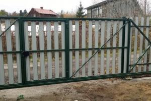 Откатные ворота из евроштакетника